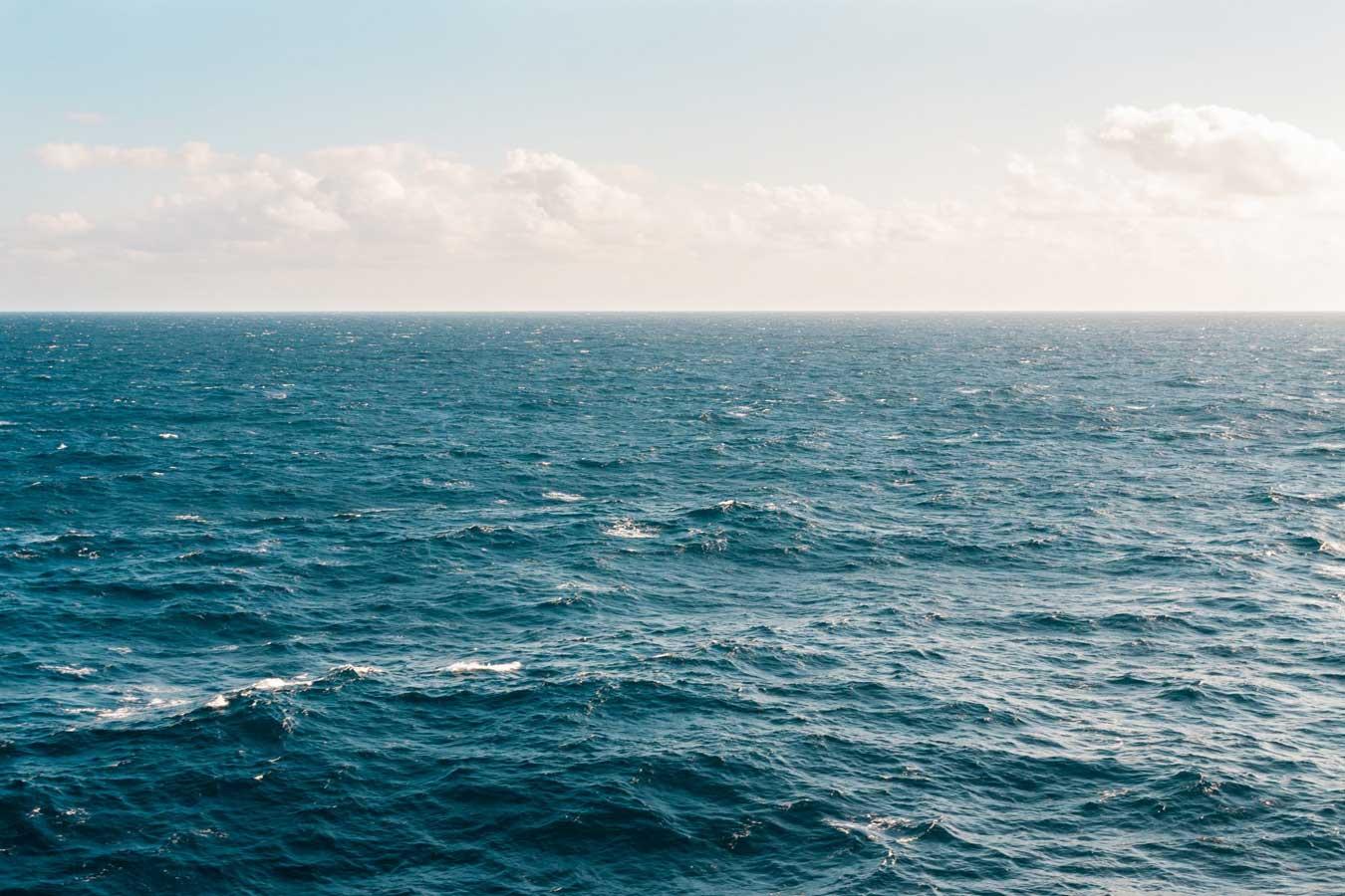 Ocean with horizon